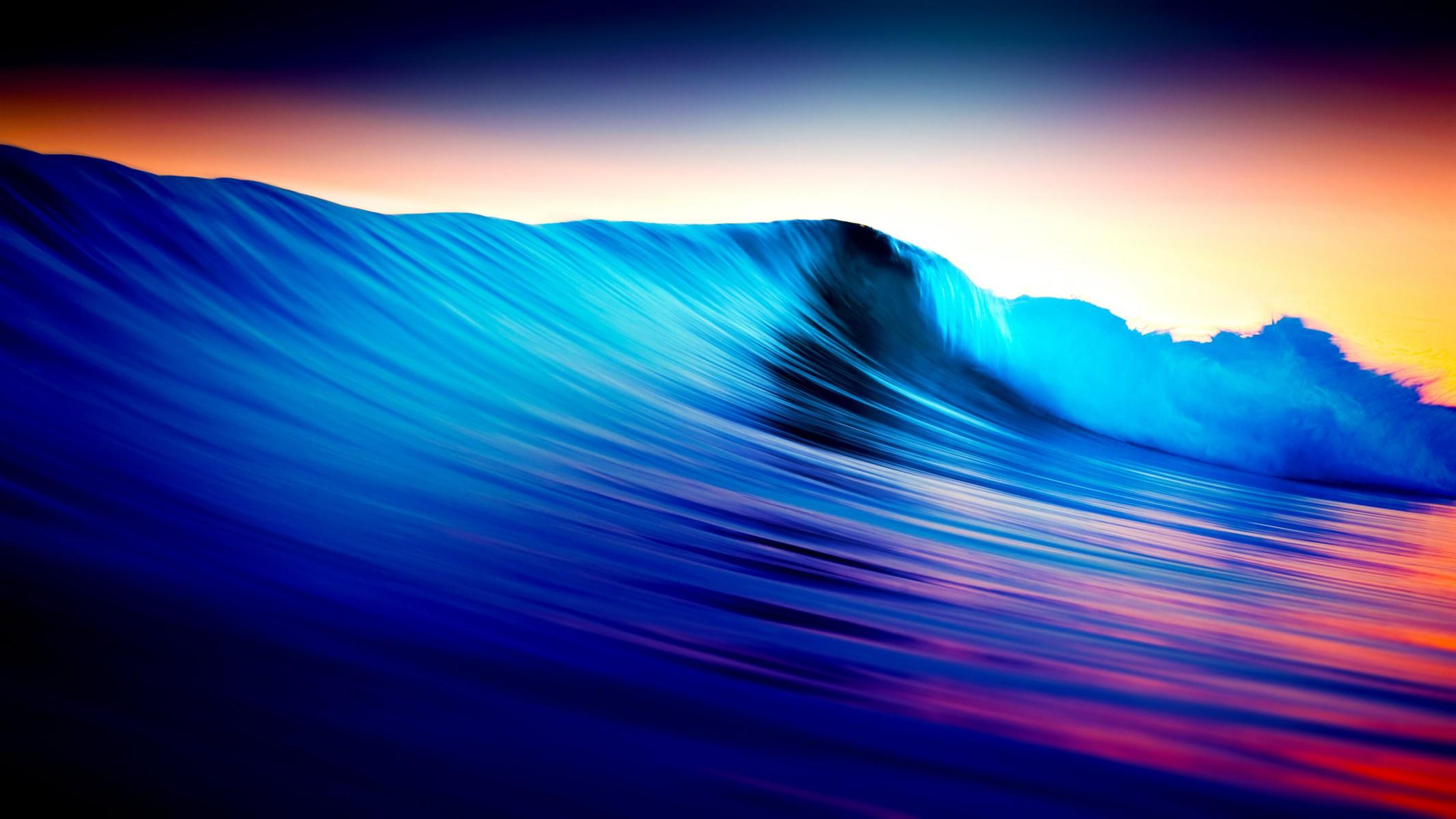Wellen im Farbenspiel