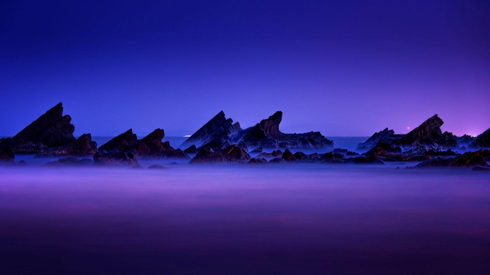 Bergspitzen in den Wolken